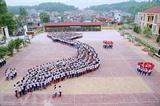 Les activités des élèves du lycée d'excellence Lê Quy Dôn, de la ville de Diên Biên Phu, province éponyme (Nord) sont tournées vers la mer et les îles du Vietnam, à l'occasion du 34e anniversaire de la Journée des enseignants du Vietnam (20 novembre). Photo : Van Dung/VNA/CVN