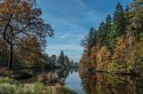 Le paysage paisible de la rivière Lužnice en automne, dans la ville de Planá nad Lužnicí, en République tchèque. Photo : EPA/VNA/CVN