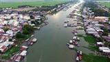 Le village d'élevage de poissons de Châu Dôc, dans la province d'An Giang (delta du Mékong) est une destination de choix de nombreux touristes. Photo : Manh Linh/VNA/CVN