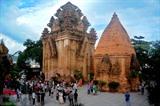 Les Tours de Po Nagar, dans la ville de Nha Trang (province centrale de Khanh Hoà), sont les destinations de prédilection de nombreux touristes vietnamiens et étrangers. Photo : Quang Quyêt/VNA/CVN