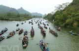 Située à une soixantaine de kilomètres au Sud-Ouest de Hanoï, la pagode des Parfums (commune de Huong Son, district de My Đuc), est un haut lieu de la région. La fête de cette pagode se déroule du 6e jour du 1er mois lunaire jusqu'à la fin du 3e mois lunaire. Il s'agit d'une des plus longues fêtes vietnamiennes. Photo : Quôc Khánh/VNA/CVN