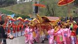 Quang Ninh est célèbre pour la baie de Ha Long, mais aussi en tant que lieu de pèlerinage, avec ses pagodes, temples anciens et fêtes traditionnelles, dont la plus connue est celle du temple Cua Ông. Ce temple est situé dans le quartier éponyme de la ville de Câm Pha, à 50 km de la ville de Ha Long, dans la province de Quang Ninh (Nord). Il est, dans la région Nord-Est, l'un des vestiges célèbres de la dynastie des Trân (1226-1400).   Photo : Trung Nguyên/VNA/CVN