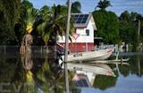 Un bateau dans les eaux de crue à Rockhampton, dans le Queensland, le 4 mars en Australie. Photo : EPA/VNA/CVN
