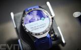 Une montre connectée est présentée à Bâle, en Suisse, lors du Salon mondial de l'horlogerie et de la bijouterie, Baselworld. Photo : AFP/VNA/CVN
