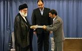 Le guide suprême iranien, l'ayatollah Ali Khamenei, affiche un soutien au président Mahmoud Ahmadinejad
