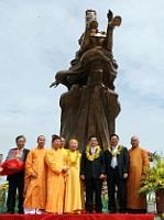 Hanoi : le Génie Gióng a sa statue monumentale à Sóc Son