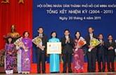 Nguyên Minh Triêt décore le Conseil populaire de Hô Chi Minh-Ville