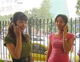 Les opérateurs étrangers diversifient leurs services de téléphonie mobile