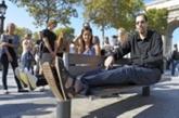L'homme aux plus grands pieds du monde fait un pas vers la célébrité