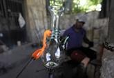 Le verre soufflé, un art millénaire menacé au Liban