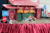 Communiquer sur la circulation avec des marionnettes sur l'eau