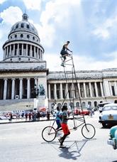 Un Cubain espère entrer dans le Guinness avec ses vélos de 8 mètres de haut