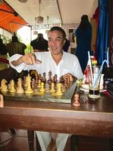Un doux rêveur fait 10.000 km pour jouer aux échecs à Hôi An