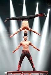 Des artistes de cirque vietnamiens brillent sur le sol américain