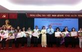 """Bilan du mouvement """"Le Vietnamien consomme vietnamien"""" en 2013"""