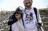 Ukraine : les premiers proches de victimes du MH17 sur le site du crash