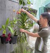 Un jeune huéen passionné d'orchidées