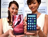 Sharp défie Apple et Samsung avec un smartphone plein écran