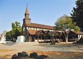 L'église en bois de Kon Tum