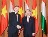 Entretien entre les présidents des Assemblées nationales vietnamienne et hongroise