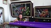 La leçon de vie d'une brodeuse d'art en banlieue de Hanoi