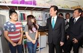 Le Premier ministre rend visite à l'Université Tôn Duc Thang