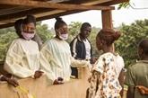 Ebola : urgence sanitaire en Guinée, confinement en Sierra Leone