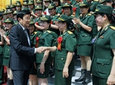 Le chef de l'État reçoit des femmes exemplaires de l'armée