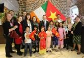 Des familles irlandaises adoptives d'enfants vietnamiens ravivent la culture vietnamienne