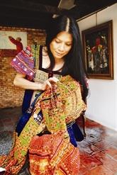 Des brocatelles traditionnelles sublimées dans les créations de Minh Hanh