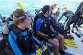 Les touristes à la rescousse des récifs coralliens en Floride