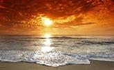 Seule avec les vagues