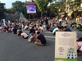 Des jeux traditionnels dans les rues piétonnes à Hanoï