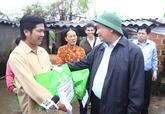 Le Premier ministre Nguyên Xuân Phúc au chevet des sinistrés à Binh Dinh