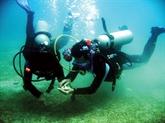 À la découverte des fonds marins de Cù Lao Chàm en casque-scaphandre