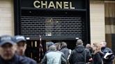 Braquage dans une boutique de bijoux Chanel à Paris, les voleurs en fuite