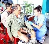 Aides médicales américaines pour des pauvres à Bên Tre