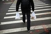 Les sacs plastique fins disparaissent des caisses des magasins