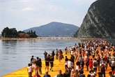 Immense succès public, les pontons de Christo en Italie ferment