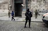 Deux complices présumés de la cavale d'Abdeslam remis à la France