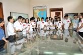 Les jeunes Viêt kiêu avec le patrimoine culturel national