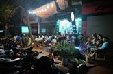 Les cafés vietnamiens mouillent le maillot pour l'Euro