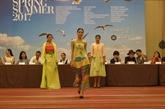 La mode vietnamienne pétille à la Fashion Week