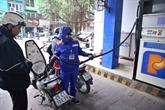 Le litre d'essence augmente de plus de 700 dôngs