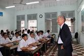 Visite d'un secrétaire d'État français au lycée Lê Hông Phong