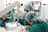 Greffes de cornée gratuites à l'hôpital franco-vietnamien de Hô Chi Minh-Ville