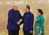 APEC 2017 : les dirigeants brillent dans la soie vietnamienne