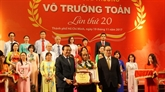 Le prix Vo Truong Toan honore 40 enseignants