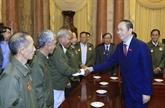 Trân Dai Quang rend hommage aux délégués lao méritoires envers le Vietnam