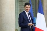Emmanuel Macron récompense ses fidèles, recrute à gauche et dans le privé